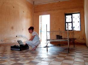 """Nuits blanches à Paris : une salle de torture pour montrer """"la valeur inouïe de la paix"""" X95lk"""